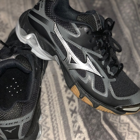 mizuno wave bolt 5
